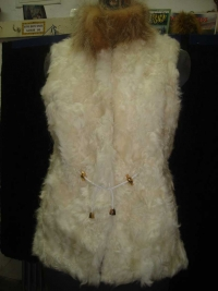White baby lamp vest with raccoon colar 130$