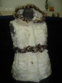 Vest of white baby lamb paws and stripe of rex 140$