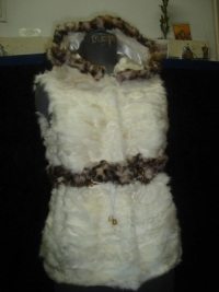 Vest of white baby lamb paws and stripe of rex (lynx print) 140$